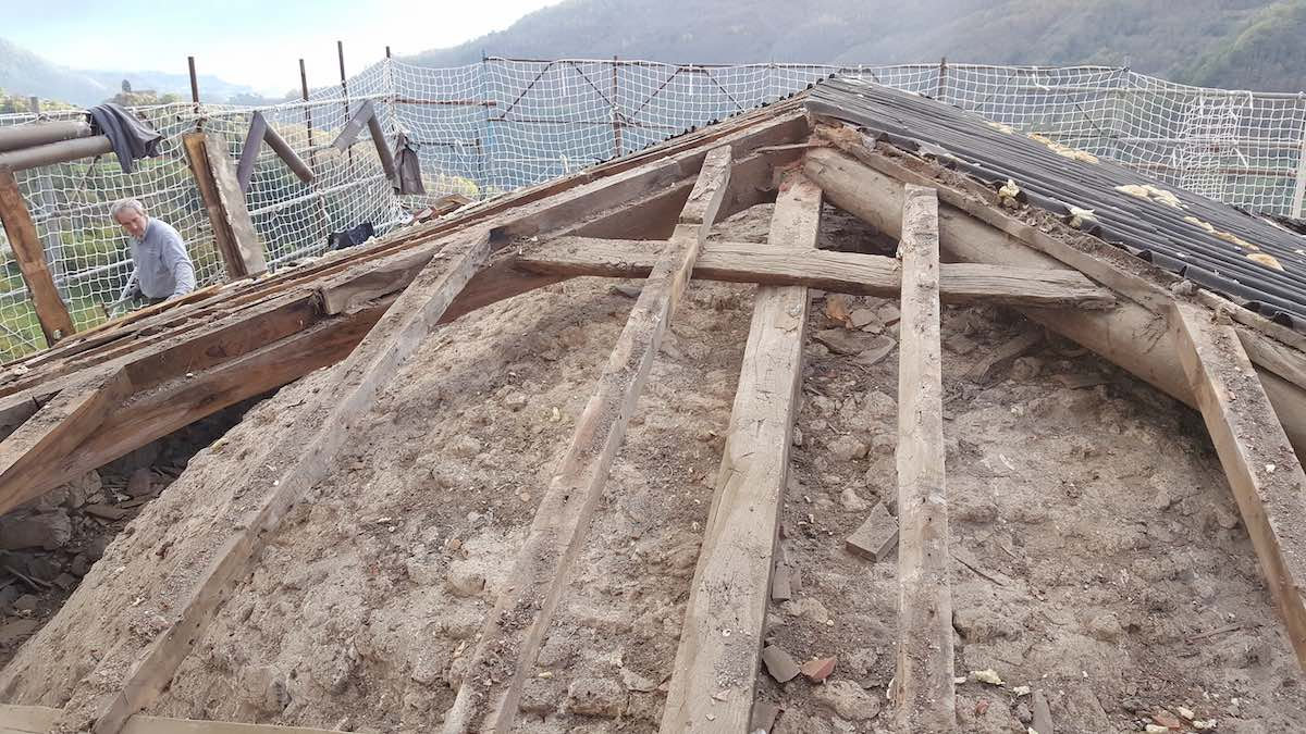 """<span  class=""""uc_style_uc_tiles_grid_image_elementor_uc_items_attribute_title"""" style=""""color:#ffffff;"""">CANTIERE CHIESA DI MIGLIANO - FOSCIANDORA (4)</span>"""