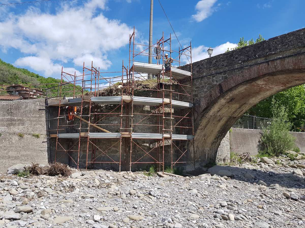 """<span  class=""""uc_style_uc_tiles_grid_image_elementor_uc_items_attribute_title"""" style=""""color:#ffffff;"""">CANTIERE PONTE CODIPONTE – CASOLA IN LUNIGIANA (MS) (3)</span>"""
