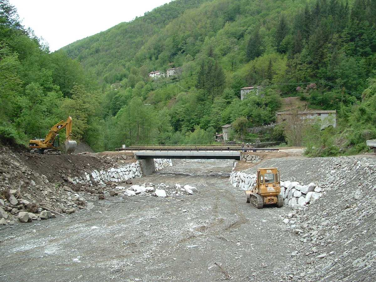 """<span  class=""""uc_style_uc_tiles_grid_image_elementor_uc_items_attribute_title"""" style=""""color:#ffffff;"""">CANTIERE PONTE IN LOC. MONTEBONO – BARGA LOC(5)</span>"""