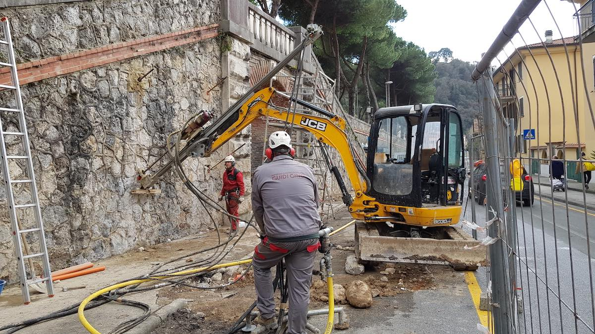 """<span  class=""""uc_style_uc_tiles_grid_image_elementor_uc_items_attribute_title"""" style=""""color:#ffffff;"""">CANTIERE SCALINATA VIA ROSSELLI – CARRARA (MS) (1)</span>"""