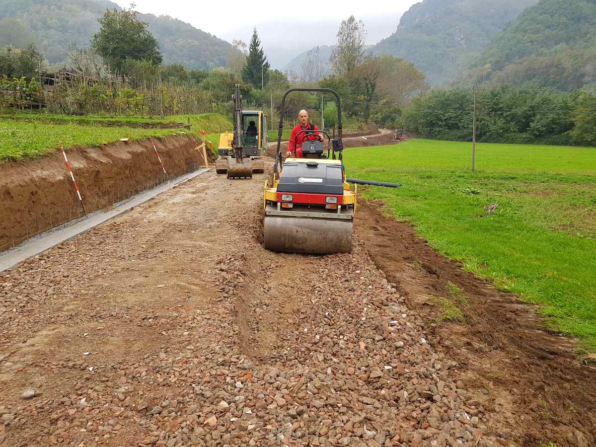 """<span  class=""""uc_style_uc_tiles_grid_image_elementor_uc_items_attribute_title"""" style=""""color:#ffffff;"""">CANTIERE STRADA IN LOC. CAPANNACCIA – GALLICANO(05)</span>"""