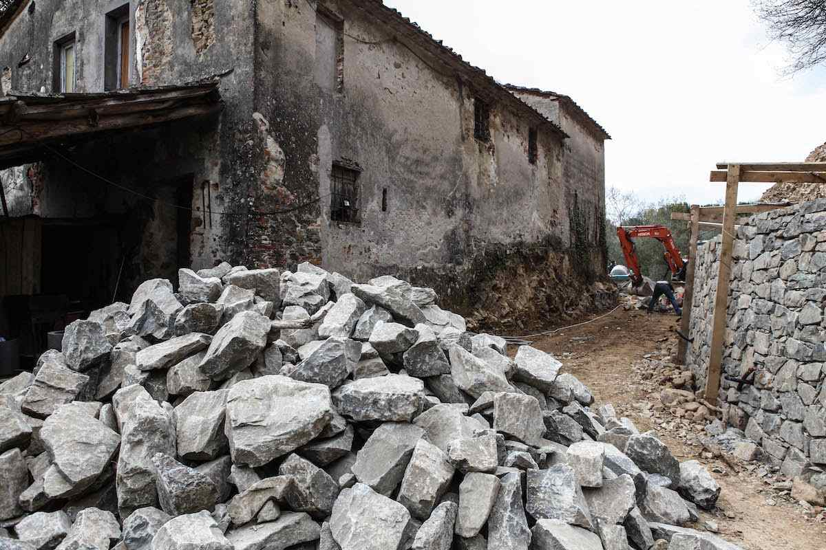 """<span  class=""""uc_style_uc_tiles_grid_image_elementor_uc_items_attribute_title"""" style=""""color:#ffffff;"""">CANTIERE STRADA PRIVATA IN LOC. TRAMONTE – LUCCA 5)</span>"""
