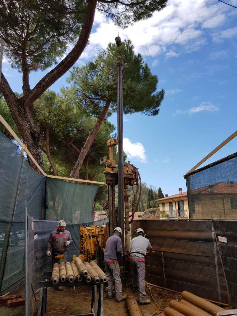 """<span  class=""""uc_style_uc_tiles_grid_image_elementor_uc_items_attribute_title"""" style=""""color:#ffffff;"""">CANTIERE SCALINATA VIA ROSSELLI – CARRARA (MS) (4)</span>"""